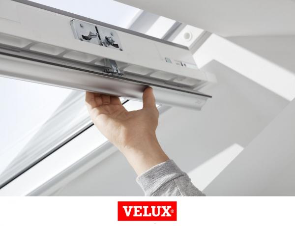 Velux Standard GLU 0051, 55/78, toc din poliuretan, deschidere mediana, geam dublu + rama etansare EDW 2000 2
