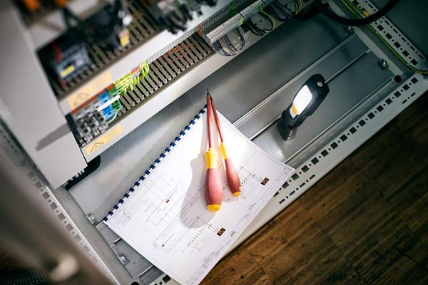 Lanterna de Lucru LED Brennenstuhl HL 200 A, 250 Lumeni, Reincarcabila, Sistem de agatare, Magnet [4]
