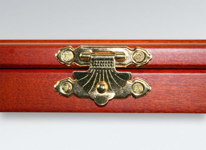Vitrina din lemn cu locasuri rotunde 1