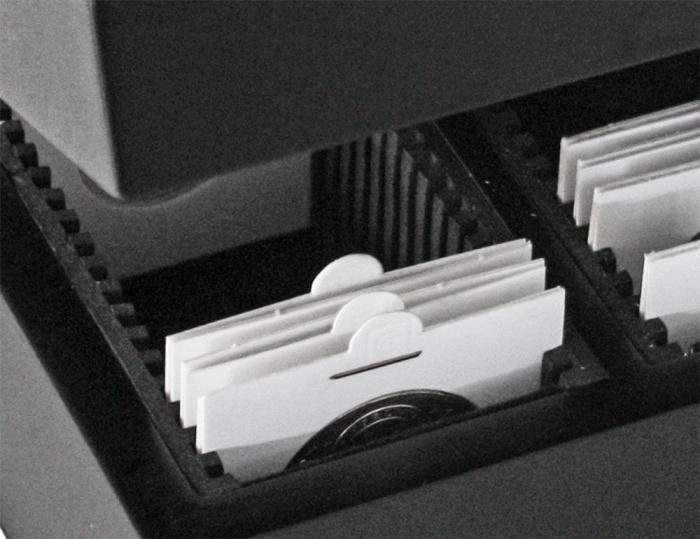 Cutie din lemn pentru cartonase 1