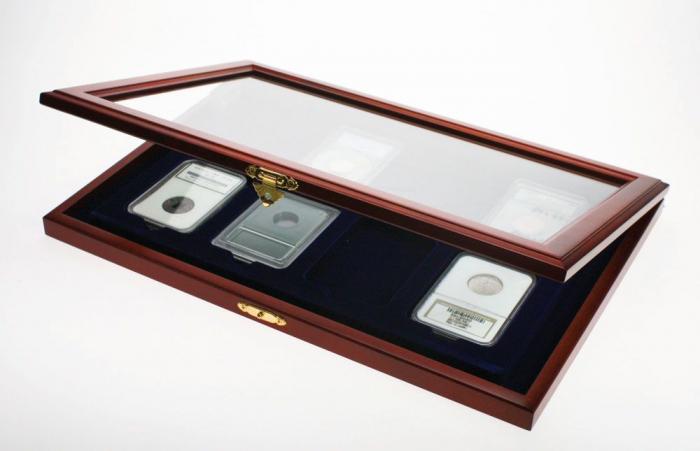 Vitrina din lemn, insertie de catifea albastra, pentru 8 monede in capsule slabs NCG PCGS-SAFE5878 [0]
