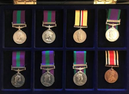 Vitrina pentru decoratiuni si medalii-5926 [1]