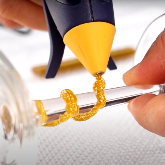 Pistol de lipit Rapid EG130 Temperatura Scazuta Deko Kit, batoane silicon Oval, 130⁰C, 100W, debit 80 g/h, include batoane silicon cu sclipici, 5 buc argintii si 5 buc aurii, 5000445-big