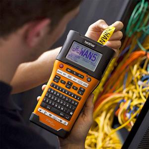 Aparat etichetat portabil Brother PT-E550WSP Kit, QWERTY, 180 Dpi, conectare Wi-Fi si USB, cutter automat, latime banda max. 24 mm, include 2 benzi TZE 24 mm Strong Adeziv3