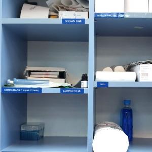 Etichete industriale autocolante, DYMO ID1 vinil, 12mm x 5.5m, alb/albastru, 18052433