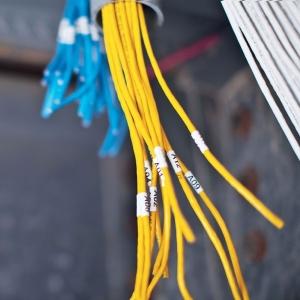 Etichete industriale autocolante compatibile, DYMO ID1, nailon flexibil, 12mm x 3.5m, negru/alb, 18488 S0718100-C6