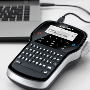 Aparat de etichetat (imprimanta etichete) DYMO LabelManager 280P, QWERTY, kit cu servieta, conectare la PC si 1 banda industriala poliester D1, 12mm x 5.5m, negru/alb, 2091152, 169596