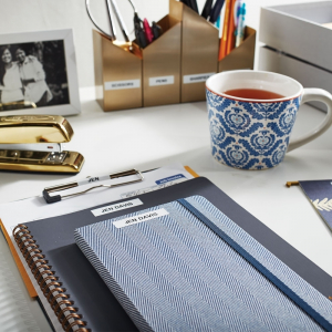 Set EtichetatorDymo LetraTagLT-100H Plus Albastru, ABC, etichete plastic autocolante galbene DYMO LetraTag si o banda hartie alba10