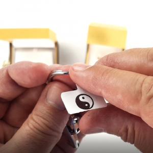 Etichete termice bijuterii 25 x 30mm + 45mm, plastic alb, pentru imprimanta M110/M200, 100 buc/rola2