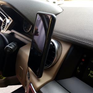 Suport telefon mobil magnetic cu montaj pe ventilatia masinii3