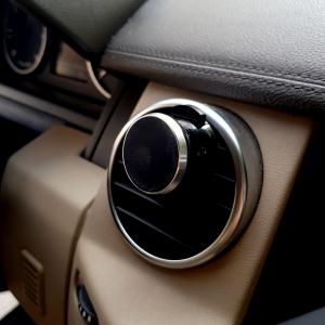 Suport telefon mobil magnetic cu montaj pe ventilatia masinii1
