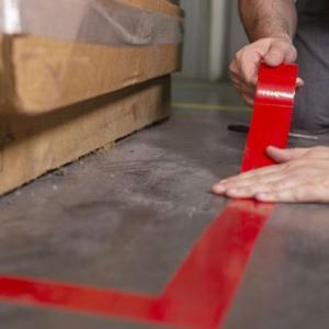 Banda marcare/protectie 3M 764i vinil rosu, 50mm x 33m, marcare terenuri sport indoor, 700062998644