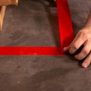 Banda marcare/protectie 3M 764i vinil rosu, 50mm x 33m, marcare terenuri sport indoor, 700062998643
