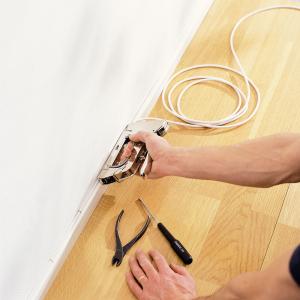 Capse albe Rapid 28/10 mm pentru cabluri, High Performance, galvanizate, semicirculare, divergente, 1000 capse/cutie 118935116
