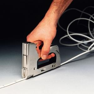 Capse albe Rapid 28/9 mm pentru cabluri, High Performance, galvanizate, semicirculare, divergente, 1000 capse/cutie 118901308