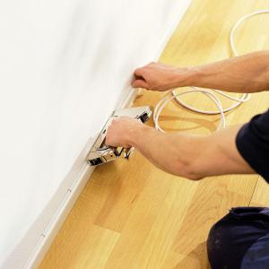 Capse albe Rapid 28/9 mm pentru cabluri, High Performance, galvanizate, semicirculare, divergente, 1000 capse/cutie 118901303