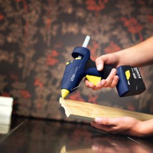 Pistol de lipit Rapid BGX300 cu acumulator Kit cu servieta, batoane silicon 12mm, 30W, debit 250 g/ora, acumulator Li-Ion inclus 403030733