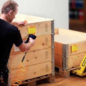 Pistol de batut capse pneumatic Rapid PS141, capse 12/6-16mm, viteza tragere reglabila, 300 capse 12/10mm incluse, cheie hexagonala, 3 reductii furtun aer comprimat, 2 ani garantie 50000953