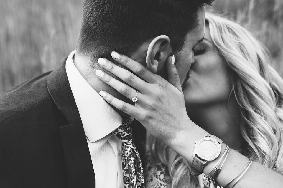 De ce trebuie sa tii cont cand alegi inelul de logodna?