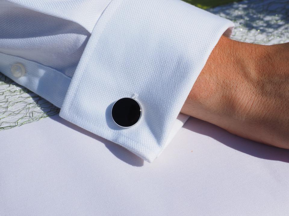 Cum se poarta butonii pentru camasa?