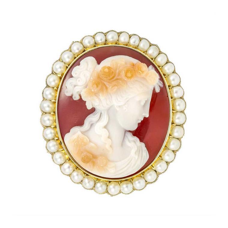 Scurta istorie a modelelor de broșe – pentru pasionații stilului elegant-clasic