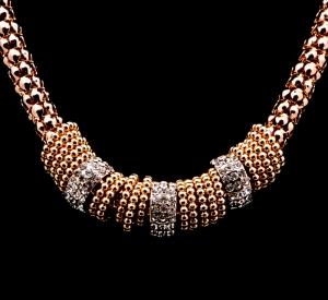 Colier auriu cu strasuri Burning Trend1