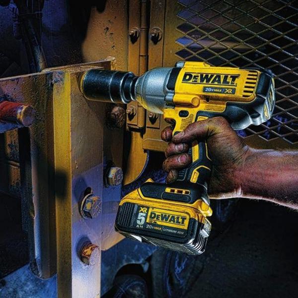 Masina de insurubat cu impact (bormasina) cu acumulator DeWALT DCF899P2, 1900 RPM, 950Nm, 18V, 5Ah, 2 acumulatori 2
