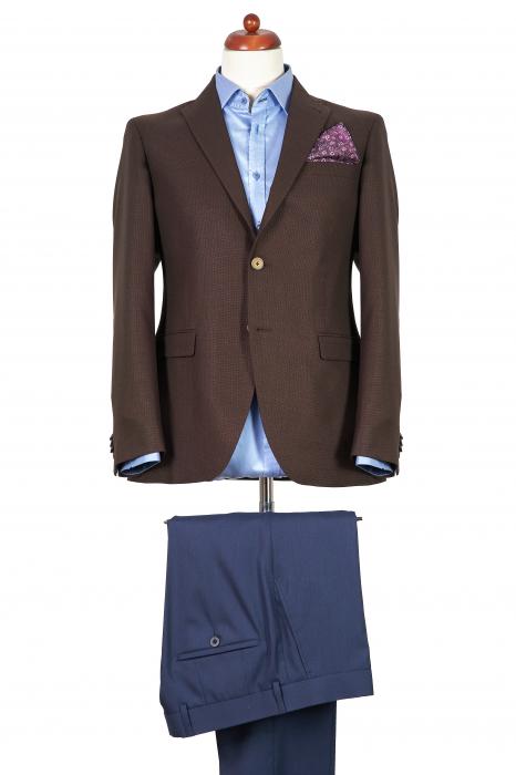 Costum barbati slim cu sacou maro uni si pantaloni bleumarin [0]
