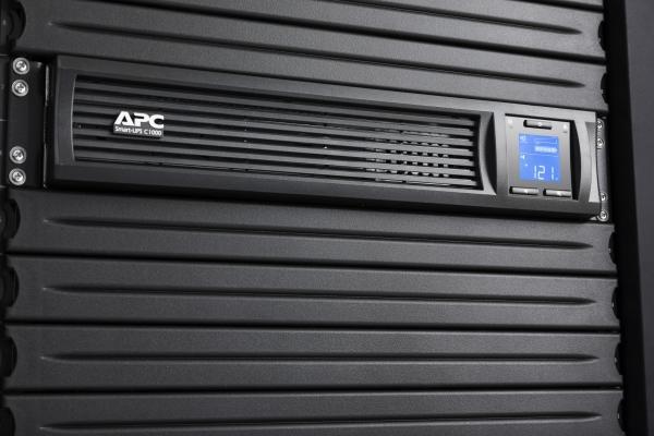 UPS APC Smart-UPS C line-interactive / sinusoidala 1000VA / 600W 4conectori C13 rackabil 2U, baterie APCRBC124,cu SmartConect optional extinderegarantie cu 1/3 ani (WBEXTWAR1YR-SP-02/WBEXTWAR3YR-SP-02 2