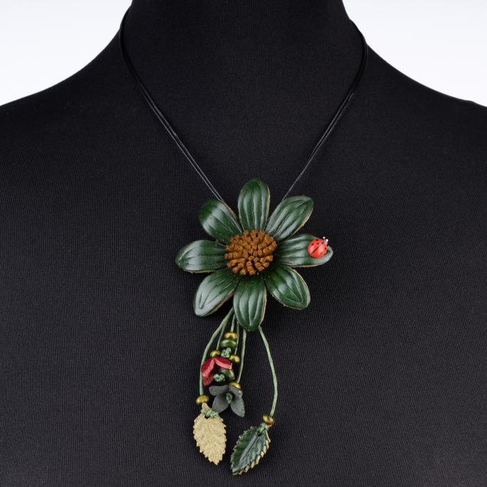Colier cu floare verde cu garagarita din piele naturala [0]