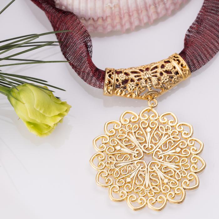 Colier cu pandantiv metalic oriental auriu [0]