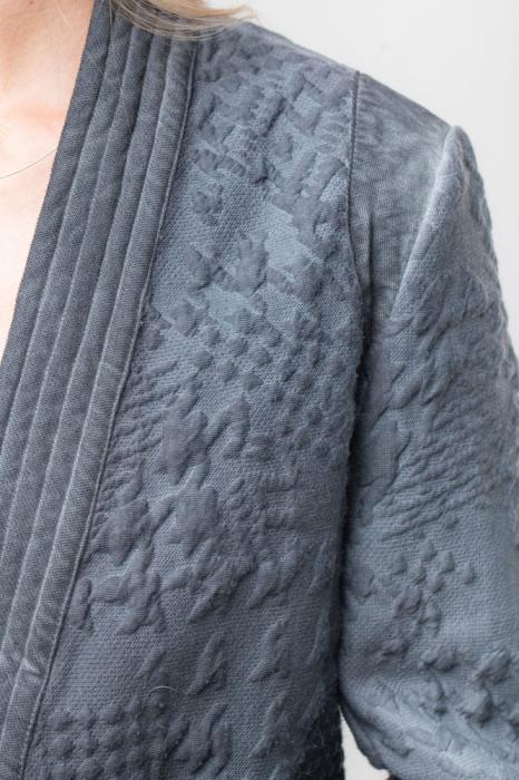 Blazer gri albastrui cu model embosat 3