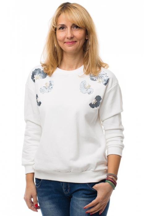 Bluza alba din tricot plin cu aplicatii de catifea si perle 0