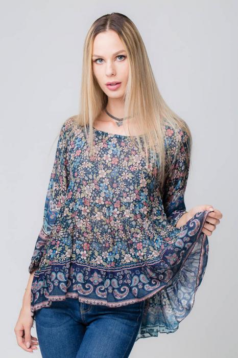 Bluza cu imprimeu floral pe fond bleumarin 0