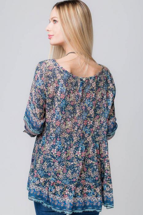 Bluza cu imprimeu floral pe fond bleumarin 2