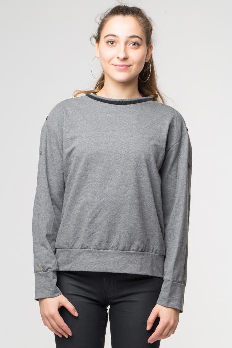 Bluza gri din tricot  cu vipusca galbena si capse pe maneci 0