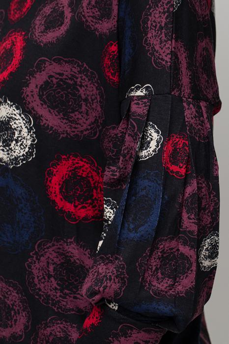Bluza neagra cu imprimeu si maneca bufanta [3]