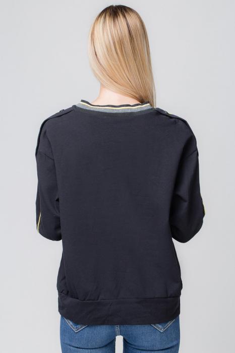 Bluza neagra din tricot  cu vipusca galbena si capse pe maneci 1