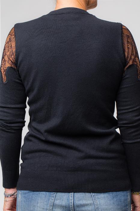 Bluza neagra eleganta cu insertii de dantela si flori pe piept 1