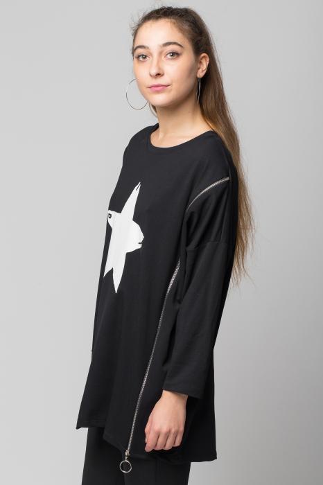 "Bluza neagra ""Star"" oversize cu fermoar oblic 1"