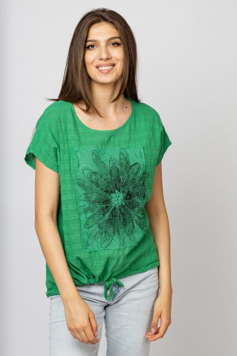 Bluza verde din bumbac cu floare stilizata pe piept si snur la poale [0]