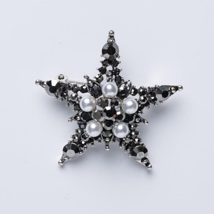 Brosa metalica argintie cu forma unei stele cu perle sintetice si pietricele gri [0]