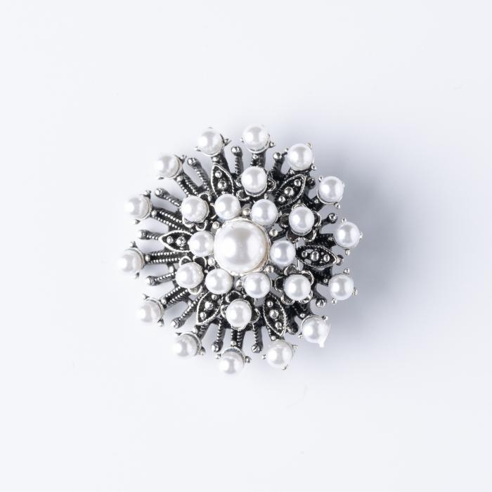 Brosa metalica argintie cu perle sintetice [0]