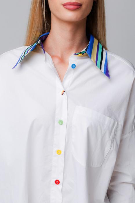 Camasa alba cu guler si mansete predominant albastru si nasturei colorati 1