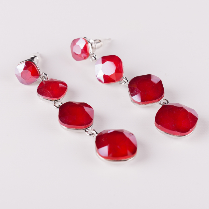 Cercei lungi metalici argintii cu 4 monturi de sticla rosie fatetata [0]