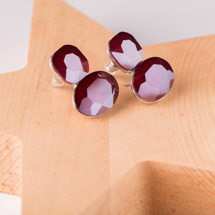 Cercei metalici argintii cu montura de sticla rosie fatetata 0