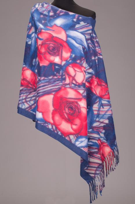 Esarfa dreptunghiulara din cashmere cu trandafiri rosii pe fond albastru [0]