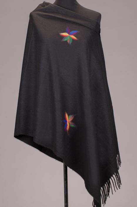 Esarfa cashmere dreptunghiulara neagra cu flori multicolore [0]