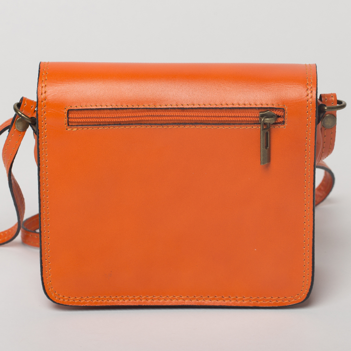 Geanta portocalie din piele tip postas 1