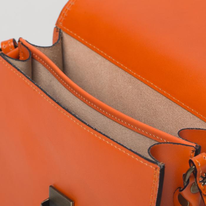 Geanta portocalie din piele tip postas 2